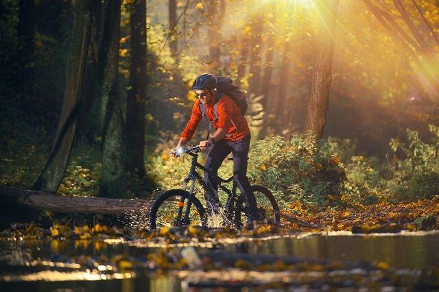 Bezpieczna jazda na rowerze jesienią
